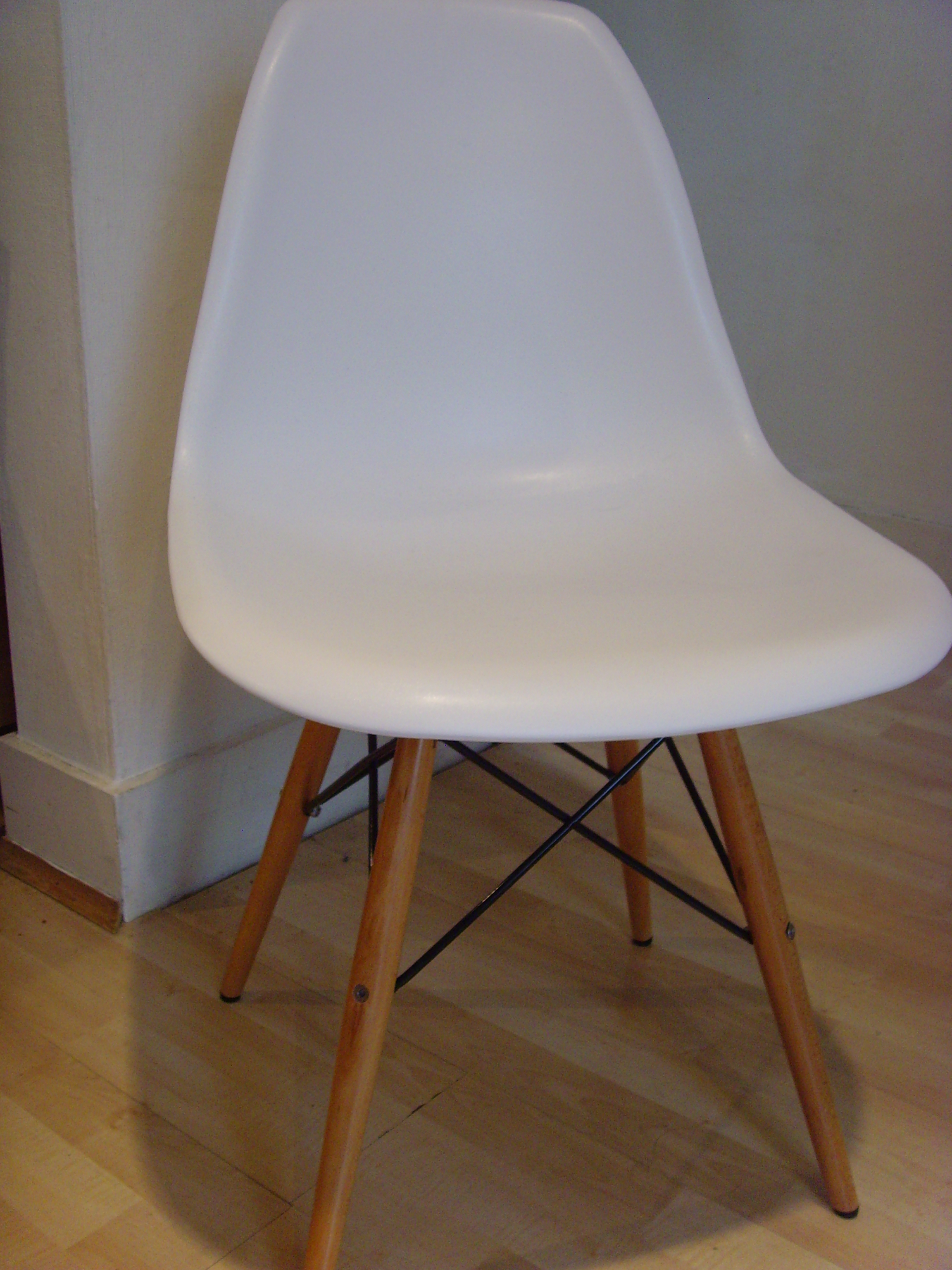 Thrifty finds charles eames dsw chairs origin interiors for Dsw charles eames